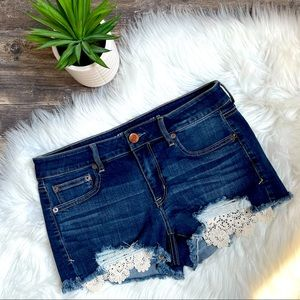 American Eagle cut off jean shortie shorts w lace